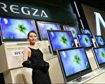 由日本日立 (Hitachi)、松下電器 (Matsushita Electric)與東芝 (Toshiba)聯合成立的液晶面板合資企業IPS Alpha Technology今天表示,為因應平面電視銷路大增,尤其在歐洲市場,該企業將會把既定的年產量提升一倍,在二零零八年會計年度前達到五百萬片。(圖片來源:法新社)