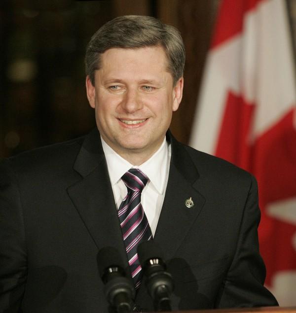 加拿大总理哈柏2006年2月26日在国会山庄的一次新闻发布会上表示﹐加拿大政府应该就具有种族歧视的华裔人头税和排华法案向华裔加拿大人道歉和赔偿。(PATRICK DOYLE/AFP/Getty Images)