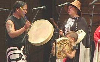 加拿大原住民代表表演富有民族特色的歌舞(大纪元图片)