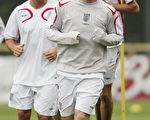 英格兰队利用今明两天休战日加紧训练(Ross Kinnaird/Getty Images)