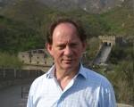 歐洲議會副主席愛德華.麥克米蘭.史考特5月22日在中國長城。(作者提供)