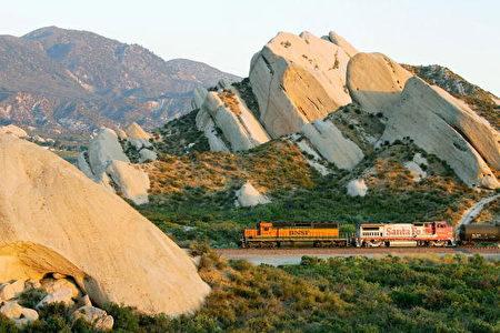 圣安地列斯断层  洛杉矶和长滩港口之间来往频繁的运货火车(Getty Images,2006年7月1日)