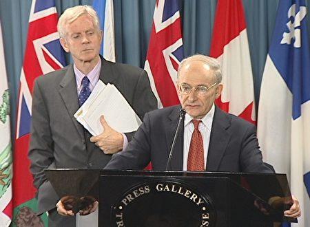 国际人权律师大卫·麦塔斯(讲话者)和加拿大前亚太司司长、资深国会议员乔高(大纪元新闻图片)