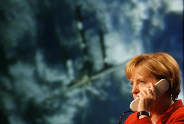 德國總理與太空人聊科學、睡眠與吉他