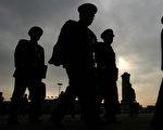 外界称,中共军方高层出现的密集变动凸显习近平急抓军权,排除隐患以确保十九大人事布局平稳顺利。(MARK RALSTON/AFP/Getty Images)