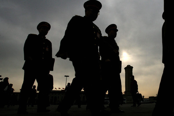 外界稱,中共軍方高層出現的密集變動凸顯習近平急抓軍權,排除隱患以確保十九大人事佈局平穩順利。(MARK RALSTON/AFP/Getty Images)