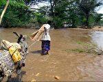 非洲伊索比亚连日倾盆大雨,造成河水暴涨淹没陆地,至少已造成一百九十一人丧生,数千民众无家可归。 图片来源:法新社