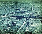 唐山大地震30周年祭日,地震发生后至今,没有人知道真实的死亡人数,中共隐瞒事实真相,剥夺中国人民的知情权,从来就没有改过。(图:新唐人电视台)
