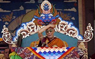西藏精神领袖达赖喇嘛今天向大批蒙古人民宣讲内心平静之道. (AFP)