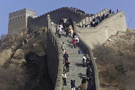 長城每年吸引大批遊客參觀(FREDERIC J. BROWN/AFP/Getty Images)