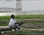 今天是卡崔娜飓风蹂躏纽奥良一周年纪念日,纽奥良街道上处处听闻传统爵士风格丧礼的忧郁挽歌。(图片来源:法新社)