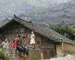 黔南布依族苗族自治州,农村儿童(China Photos/Getty Images,2006,8,9)