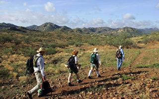 徒步旅行使你远离城市,忘掉你生活中的烦恼。 (TIM SLOAN/AFP/Getty Images)