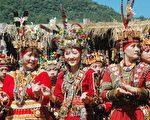 鲁凯族少女穿着传统服饰。(中央社)