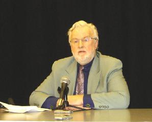 """2005年2月6日,安世立律师(Clive Ansley)在大温哥华地区""""告别中共研讨会""""上发表演讲指出,《九评共产党》中所预测的中共即将灭亡是绝对准确的。(大纪元)"""