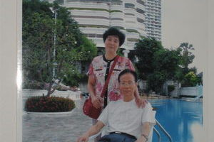 2006年初,張孟業、羅慕欒夫婦泰國留影。(大紀元)