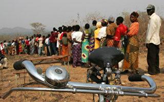 贊比亞選民排隊數小時等候投票(ALEXANDER JOE/AFP/Getty Images)