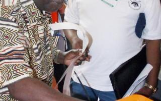 反對派領導人薩塔(Michael Sata)投票 (MACKSON WASAMUNU/AFP/Getty Images 2006-9-26)