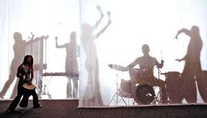剪影对应音乐家人影,朱团音乐会将做全场动画电影音乐会。(朱宗庆打击乐团/提供)