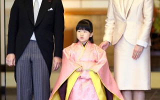 日本皇太子德仁、雅子妃和愛子公主(Photo credit should read YOSHIKAZU TSUNO/AFP/Getty Images)