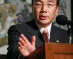 梁家傑發言時談到,香港的權勢人士往往選擇中共中央屬意的特首候選人,所以泛民主派推薦的候選人要得到選委會100人提名,困難重重。(大紀元記者吳璉宥攝)