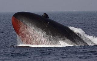 日本潜艇演习上浮 与赴华货轮相撞