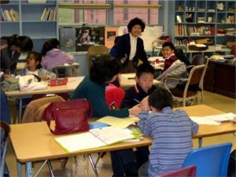 美國一所中文學校的學生在上課。(大紀元)