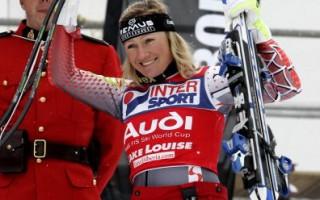 加拿大世界杯滑雪 戈茨尔女子超大曲道赛摘金
