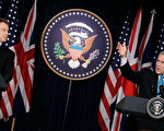 美国总统布什(右)与英国首相布莱尔(左),12月7日在白宫讨论伊拉克问题报告。(Photo by Alex Wong/Getty Images)
