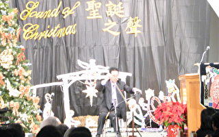 鋸琴專家陳黎明老師表演情景之一。(世桑攝影/大紀元)