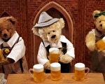 在德国展台的泰迪熊作品。(图片来源:Chung Sung-Jun/Getty Images)