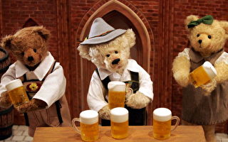 在德國展台的泰迪熊作品。(圖片來源:Chung Sung-Jun/Getty Images)