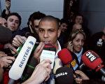 图:1月30日,罗纳尔多确认将转会意甲AC米兰。(PHILIPPE DESMAZES/AFP)