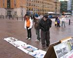 芬兰民众被中共迫害法轮功真相震惊。(摄影记者姜宏/大纪元)