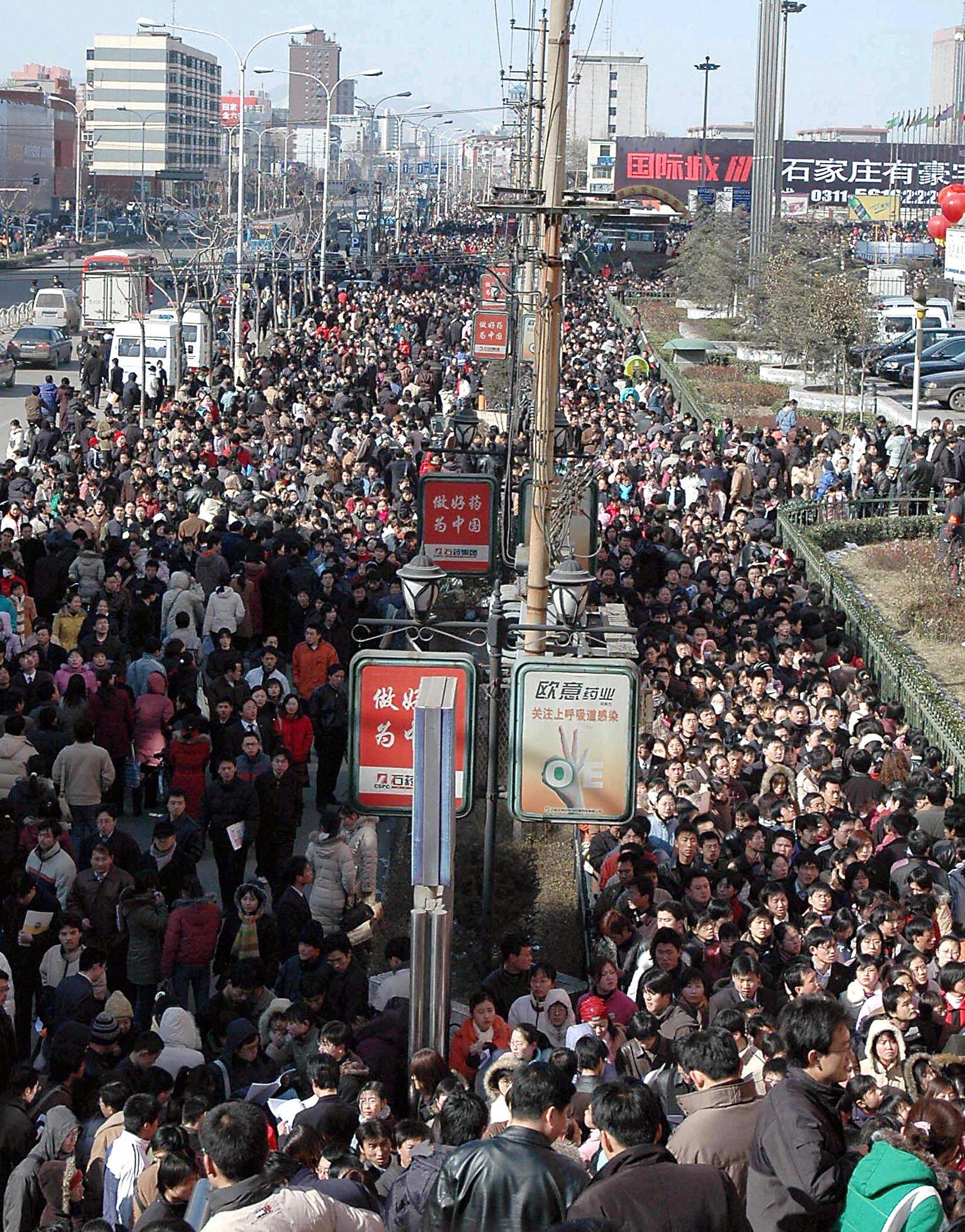 數以萬計找工作的民眾。(Getty Image)