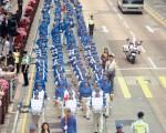 声援1900万中国勇士退党的游行队伍,由天国乐团带领,进入尖沙咀广东道。(大纪元记者潘璟桥摄)