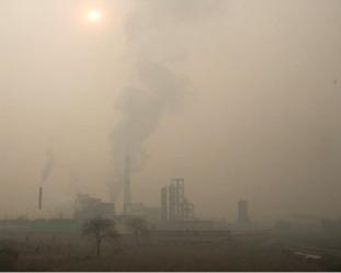 中國工廠廢氣和汽車尾氣造成的污染,導致中國山丘地帶降雨量明顯下降。(GettyImage)