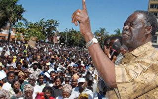 贊比亞最大的反對黨「愛國前線」(Patriotic Fron)領導人邁克爾‧薩塔(Michael Sata) (Thomas Nsama/AFP/Getty Images 2007-1-12)