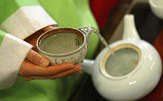研究发现喝绿茶有助抵抗爱滋病毒。(photo by Chung Sung-Jun/Getty Images)