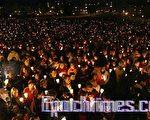 維州理工大學萬人燭光悼念死難者(Lisa 攝影/大紀元)