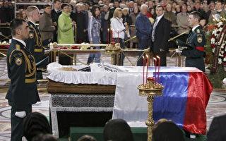 叶利钦葬礼25日举行 民众排队瞻仰哀悼