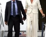 希西利亚(Cecilia Sarkozy)(右)6月6日陪伴萨尔科齐前往德国参加八大工业国高峰会。(Alexander Hassenstein/Getty Images)