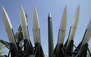 展示在南韓首爾戰爭博物館的導彈,前方為美國鷹式(Hawk)導彈、左後為南韓的奈基(Nike)導彈、中後方為北韓的飛毛腿(Scud)導彈。(Chung Sung-Jun/Getty Images)
