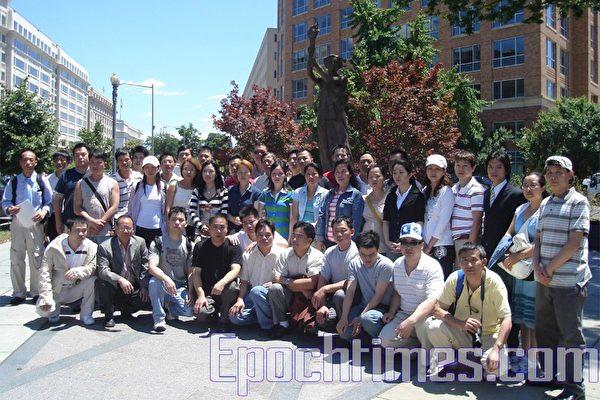 2007年7月2日下午,美国首都华盛顿刚刚揭幕不久的共产主义受害者纪念碑迎来了第一批中共暴政的幸存者。(摄影:亦平/大纪元)