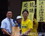 总统府秘书江志铭代表陈水扁总统接受陈情书