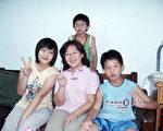 宇晴与他们家的三个小宝贝。