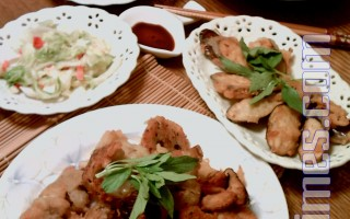 巧炸配稀饭外加泡菜,兼顾美味与健康。(摄影:杨美琴/大纪元)