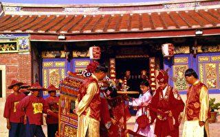 """古代婚礼展演馆重现了古式传统婚礼,新郎新娘""""拜堂""""的厅堂场景。(台湾民俗村提供)"""