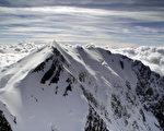 专家发现,法国和西欧第一高峰白朗峰受到全球暖化影响,居然在过去2年长高了2公尺多。(MARTIN BUREAU/AFP)