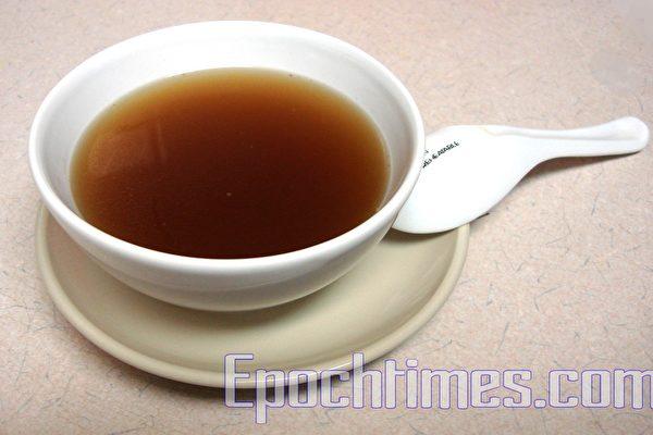 簡易滋養湯品--養生花膠湯(攝影:祝大姐/大紀元)